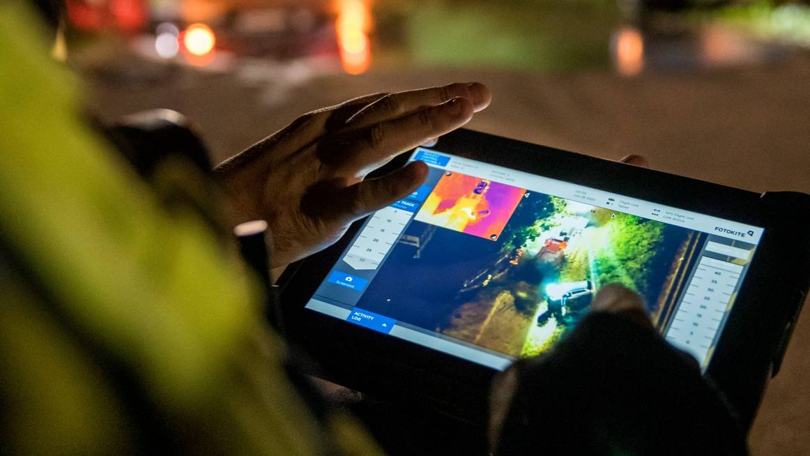 Fotokite command tablet depicting thermal and regular light camera streams